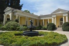 Eine alte Villa in der klassischen Art Lizenzfreie Stockfotos