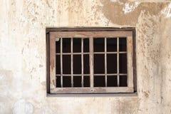 Eine alte Wand mit einem Fenster Lizenzfreie Stockfotografie