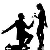 Eine anbietenblume des Paarmannes zu einer Frau Lizenzfreie Stockfotografie