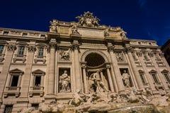 Eine andere Perspektive des Fontanas di Trevi - des Roms - des Italiens stockfotos