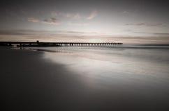 Eine Anlegestelle auf dem Ozean stockbild