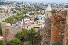 Eine Ansicht über alte Stadt und Festung von Tiflis Stockfotografie