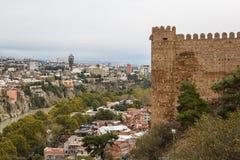 Eine Ansicht über alte Stadt und Festung von Tiflis Lizenzfreies Stockfoto