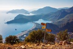 Eine Ansicht über Oludeniz-Bucht auf der Mittelmeerküste von der Türkei Stockfotografie