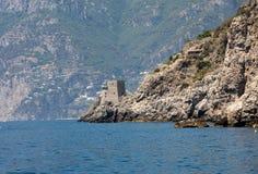 Eine Ansicht der Amalfi-Küste zwischen Positano und Amalfi Kampanien Lizenzfreie Stockfotos