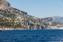 Eine Ansicht der Amalfi-Küste zwischen Sorrent und Amalfi Kampanien Stockfotos