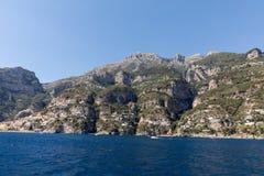 Eine Ansicht der Amalfi-Küste zwischen Amalfi und Positano Kampanien Lizenzfreie Stockfotografie