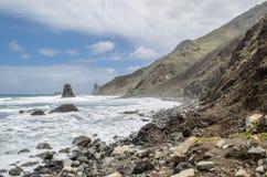 Eine Ansicht der felsigen Küstenlinie nahe benijo Strand, Teneriffa, Kanarische Inseln stockfoto