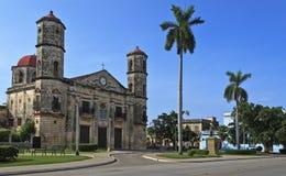 Eine Ansicht der Kathedrale in Cardenas, kubanischer Grenzstein Lizenzfreie Stockbilder