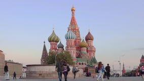 Eine Ansicht der Kathedrale des St.-Basilikums, Roter Platz, Zeitversehen Moskau, Russland stock video