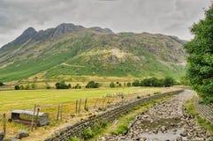 Eine Ansicht der Langdale-Spiesse, ein Gebirge im englischen See Bezirk stockbild