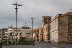 Eine Ansicht an der Promenade von Aci Castello, Sizilien-Insel Lizenzfreie Stockbilder