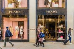 Eine Ansicht der reichlichen Bondstraße in London lizenzfreie stockfotos