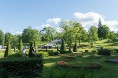 Eine Ansicht der Schach-Gebirgskaskade und des surriunding Parks an einem sonnigen Tag des Sommers Stockbild