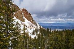 Eine Ansicht der Spiess-Spitze über dem Grasland Stockfoto