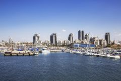 Eine Ansicht der Stadt von Aschdod vom Mittelmeer lizenzfreie stockbilder