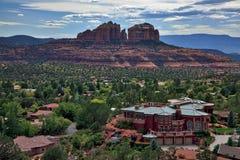 Eine Ansicht der Stadt von Sedona von der Kapelle des heiligen Kreuzes, Arizona, USA Lizenzfreies Stockbild