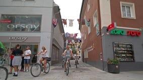 Eine Ansicht der Straßen von Lienz, Österreich stock footage