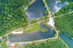 Eine Ansicht der Wege und der Teiche in Moskau im Park im summe Lizenzfreie Stockfotos