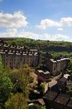 Eine Ansicht der Wicklungsstraßen und hohe Steinhäuser hebden herein Brückense in der umgebenden West Yorkshire Landschaft Lizenzfreie Stockfotos