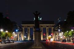 Eine Ansicht des Brandenburger Tors vom 17. von Juni-Straße Lizenzfreie Stockfotos