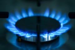 Eine Ansicht des Gasherds im Tageslicht in einer Küche stockbild