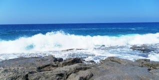 Eine Ansicht des Meeres vom Ufer Stockfotografie