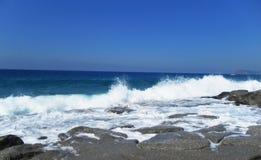 Eine Ansicht des Meeres vom Ufer Stockbilder