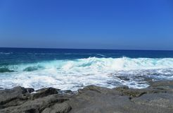 Eine Ansicht des Meeres vom Ufer Strand Lizenzfreie Stockbilder