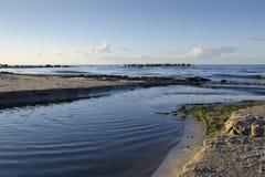 Eine Ansicht des sandigen Strandes in Jurmala, Lettland stockfotos