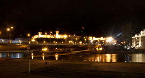 Eine Ansicht des Schlosses in Skopje, Mazedonien nachts stockbilder