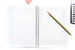 Eine Ansicht eines Bleistifts auf einem Notizbuch Stockfotos