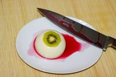 Köstlicher Kiwinachtisch penna Cotta Stockfotografie