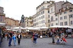 Eine Ansicht von Campo de ` Fiori in Rom Stockfotos
