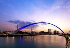 Eine Ansicht von Dubai-Kanal und von Dubai-Skylinen lizenzfreie stockfotos