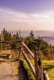 Eine Ansicht von einer Gebirgsspitze stockfoto