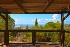Eine Ansicht von einer Terrasse am Park Idmit, Israel stockfotos