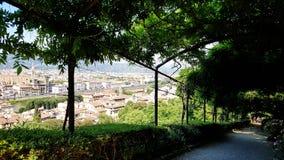 Eine Ansicht von Florenz von Giardino Bardini, Italien lizenzfreie stockfotografie