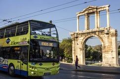 Eine Ansicht von Handrian-` s Bogen in Athen, Griechenland lizenzfreie stockfotografie