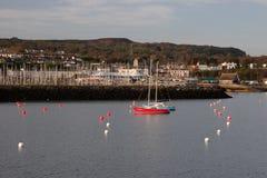 Eine Ansicht von Howth-Hafen mit kleinem Seehandwerk stockfotos