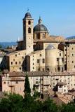 Eine Ansicht von Urbino in Italien stockbild