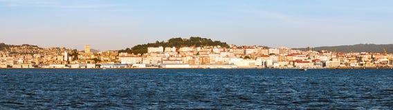 Eine Ansicht von Vigo vom Meer bei Sonnenuntergang Lizenzfreies Stockbild