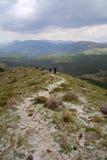 Eine Ansicht zum Himmel und zum Berg Lizenzfreie Stockfotografie