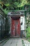 Eine antiquierte Tür stockbilder