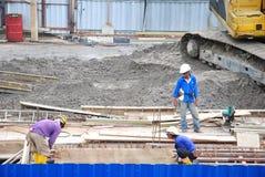 Eine Arbeitskraft an der Baustelle Lizenzfreie Stockbilder
