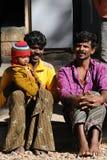 Eine arme Familie im Elendsviertel mit glücklicher Lebensdauer Lizenzfreies Stockfoto