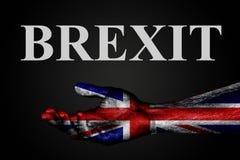 Eine ausgestreckte Hand mit einer gemalten BRITISCHEN Flagge und das Wort BREXIT, Hilfszeichen oder -antrag, Unterstützung oder A stockbild