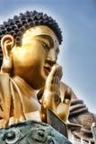 Eine ausgezeichnete goldene Statue von Buddha in den Bergen, Taiwan Lizenzfreie Stockfotografie
