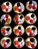 Eine Auswahl von frisch gebackenen Schalen-Kuchen Stockfotografie