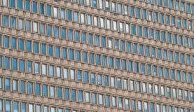 Eine Bürogebäudewand Stockfotos